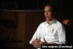 Presiden Joko Widodo meminta masyarakat untuk tidak khawatir munculnya mutasi COVID-19 B117 dari Inggris, yang sudah masuk ke Tanah Air. (Foto: Biro Setpres)