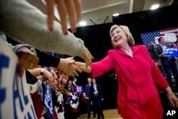 ຜູ້ສະມັກປະທານາທິບໍດີ ພັກເດໂມແຄຣັດ ທ່ານນາງ Hillary Clinton.