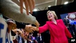 Các giới chức bầu cử cho biết họ chưa công bố ai thắng, nhưng bà Clinton đã tuyên bố thắng lợi.