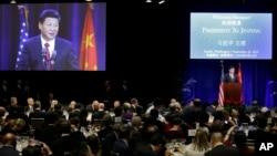中國國家主席習近平星期二下午﹐在美國西部西雅圖市﹐向企業高管等賓客發表講話。