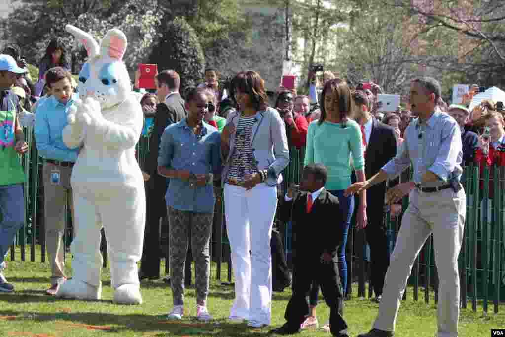 Los Obama incentivaron a los niños a practicar una vida saludable durante la celebración del Lunes de Pascua en la Casa Blanca.