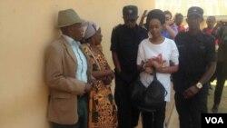 Diane Shima Rwigara aboshye mu mapingu