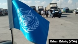 圖為聯合國授權的車隊經過土耳其的陸路口岸向敘利亞境內運送救援物資。