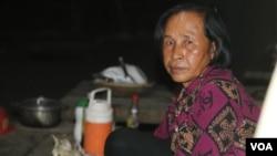 Khorn Khorn, 64, a villager in Sre Chrab village, Kampong Speu province, talked to VOA Khmer on March 4, 2020. (Sun Narin/VOA Khmer)