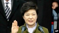 25일 취임식에서 선서하는 박근혜 한국 대통령.