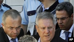 Fenerbahce Chairman Aziz Yildirim (top, 2nd L) is escorted by plainclothes police officers at the courthouse in Istanbul July 8, 2011