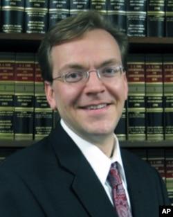 太平洋法律基金会的律师蒂姆•桑德弗