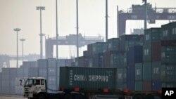 中国2月份出现巨额贸易逆差