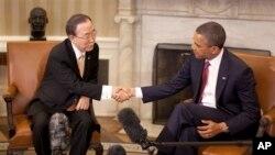 Tổng thống Hoa Kỳ Barack Obama (phải) và Tổng thư ký Liên hiệp quốc Ban Ki-moon trong cuộc họp tại Tòa Bạch Ốc 11/4/13