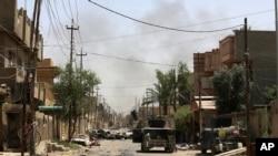 Iraqi counterterrorism forces patrol in Fallujah. (June 27, 2016.)