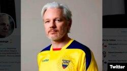 Julian Assange affiche les couleurs de l'équipe de foot d'Equateur sur son compte twitter.