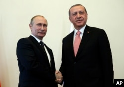 Russian President Vladimir Putin, left, welcomes Turkish President Recep Tayyip Erdogan at the Konstantin palace outside St. Petersburg, Russia, Aug. 9, 2016.