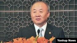 29일 중국 베이징대에서 특강 중인 류우익 한국 통일부 장관.