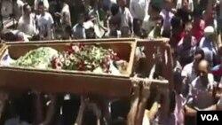 La alta comisionada de Derechos Humanos de la ONU, Navi Pillay, pidió que la violencia en Siria sea investigada por la Corte Penal Internacional.
