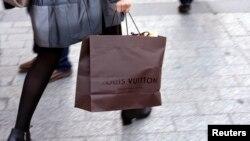 Pemerintah akan menaikkan pajak barang mewah impor, seperti mobil, pakaian dan tas. (Foto: Ilustrasi)