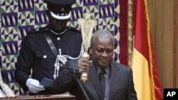 加納副總統馬哈馬宣誓就任加納總統。