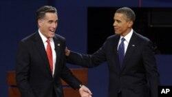 Kandidat calon presiden AS dari partai Republik, Mitt Romney dan Presiden AS Barack Obama seusai Debat Pertama Capres AS di Denver (3/10). Kedua kubu kampanye capres AS telah merilis serangkaian kampanye bertema Tiongkok