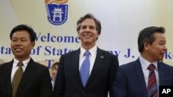 지난 21일 토니 블링큰 미 국무부 부장관(가운데)이 베트남 하노이를 방문 방문해 남중국해 상황을 논의했다.