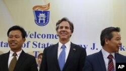 지난달 21일 토니 블링큰 미 국무부 부장관(가운데)이 베트남 하노이를 방문 방문해 남중국해 상황을 논의했다. (자료사진)
