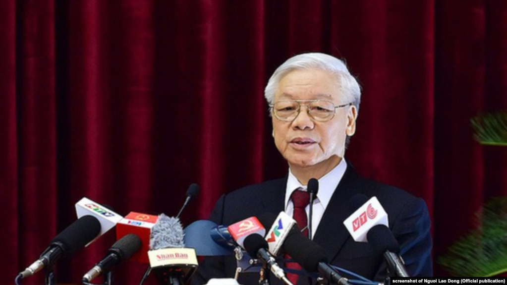 Tổng bí thư-Chủ tịch nước Nguyễn Phú Trọng tại phiên bế mạc Hội nghị Trung ương 7 tháng 5/2018. Theo lãnh đạo TP HCM, ông Trọng sẽ sớm trở lại làm việc giữa những tin đồn về sức khỏe của ông.