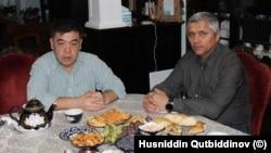 """Turkiyada tahsil olgan o'zbekistonlik Bahodir Fayzi (chapda) """"Amerika Ovozi"""" muxbiri Husniddin Qutbiddinov bilan, Pitsburg, Pensilvaniya."""