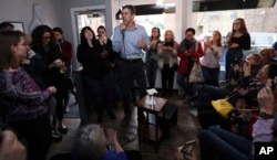 Democratic presidential candidate and former Texas Congressman Beto O'Rourke talks with guests during a campaign stop in Derry, N.H., Thursday, April 18, 2019. (AP Photo/Charles Krupa)