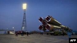 Космический корабль «Союз ТМА-20» выдвигается на стартовую позицию. Космодром Байконур. Казахстан. 13 декабря 2010 года