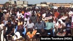 Les militants de l'opposition à Abidjan, le 17 mars 2018. (VOA/Ibrahim Tounkara)