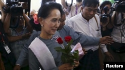 16일 미얀마 야당 지도자 아웅산 수치 여사가 미얀마 현 의회 회기 마지막 회의에 참석했다.