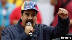 Presiden Venezuela Nicolas Maduro berbicara kepada pendukungnya dalam peringatan Hari Buruh di Caracas (14/5).