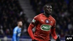 M'Baye Niang célèbre son but contre L'Olympique de Lyon, France, le 2 avril 2019