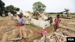 ຢ່າງໜ້ອຍ 8 ຄົນເສຍຊີວິດ ຫລັງຈາກເຮືອຫຼາຍລໍາ ທີ່ຂົນຍ້າຍຊາວອົບພະຍົບມຸສລິມ Rohingya ໄດ້ຫລົ້ມ ຢູ່ນອກຝັ່ງທະເລ