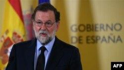 18일 오전 공식 담화를 통해 3일간의 '국가애도기간'을 선포하고 있는 마리아노 라호이 스페인 총리.