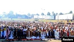 Ethiopian Muslims attend prayers during Eid al-Fitr, Addis Ababa Aug. 8, 2013.