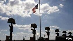 Monumento a las víctimas de la masacre en la base de Fort Hood, en Texas.
