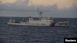 日本海岸自衛隊發佈的照片顯示,中國海警船2146號在有爭議的東海水域附近行駛 (REUTERS/11th Regional Coast Guard Headquarters-Japan Coast Guard/Handout via Reuters)
