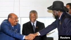 Sudan's President Omar Hassan al-Bashir (L) shakes hands with South Sudan's President Salva Kiir as African Union mediator and former South African leader Thabo Mbeki looks on. Bashir is due to pay his first visit to South Sudan since the two Sudans split.