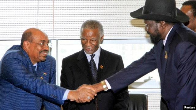 Sudan's President Omar Hassan al-Bashir (L) shakes hands with South Sudan's President Salva Kiir as African Union mediator and former South African leader Thabo Mbeki looks on during a meeting on the situation between Sudan and South Sudan, in the Ethiopi