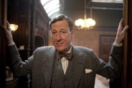 Gefforey Rush as Lionel Logue in Tom Hooper's film THE KING'S SPEECH.
