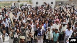 Para milisi etnis lokal dan pasukan pendukung Presiden Yaman Abedrabbo Mansour Hadi di kota Taiz, Yaman (foto: dok).