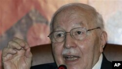 Necmettin Erbakan, a former prime minister who led Turkey's first Islamist government between 1996 and 1997, speaks during a news conference in Ankara, Turkey (File Photo - April 10, 2009)