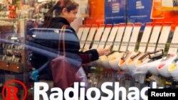 Las acciones de Radio Shack también sufrieron una baja y se cotizaron a $2.38 dólares.