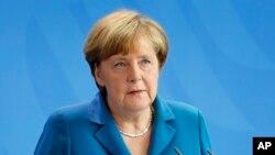 صدر اعظم آلمان گفته است که باید توزیع پناهندهگی سیاسی به پناهجویان در اورپا منصفانه باشد