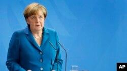 Kanselir Jerman Angela Merkel memberikan pernyataan kepada media di Berlin (foto: dok).