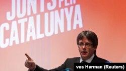 Mantan presiden Catalonia, Carles Puigdemont, berkampanye dari Brussels, Belgia (foto: dok).