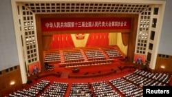 中國總理李克強在北京人大會堂舉行的全國人大年度會議開幕式上講話。 (2021年3月5日)
