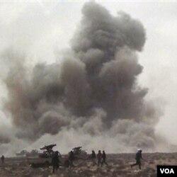 Serangan udara NATO salah sasaran menembak posisi pemberontak Libya, Kamis (7/4).