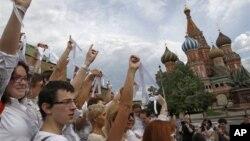 Các nhà hoạt động đối lập biểu tình chống Tổng thống Putin tại Quảng trường Đỏ ở Moscow, Nga, 27/5/2012