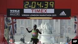 Emmanuel Mutai of Kenya crosses the finish line to win the men's London marathon, April 17, 2011
