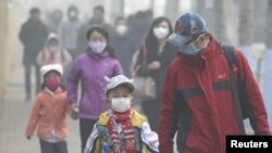 """Sejumlah sekolah sempat ditutup saat polusi udara di China mencapai """"kode merah."""""""